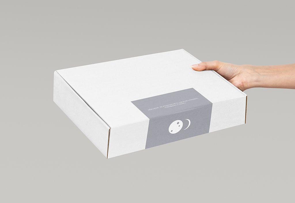 Tvorba vizuálního stylu Moonia samolepka na krabici